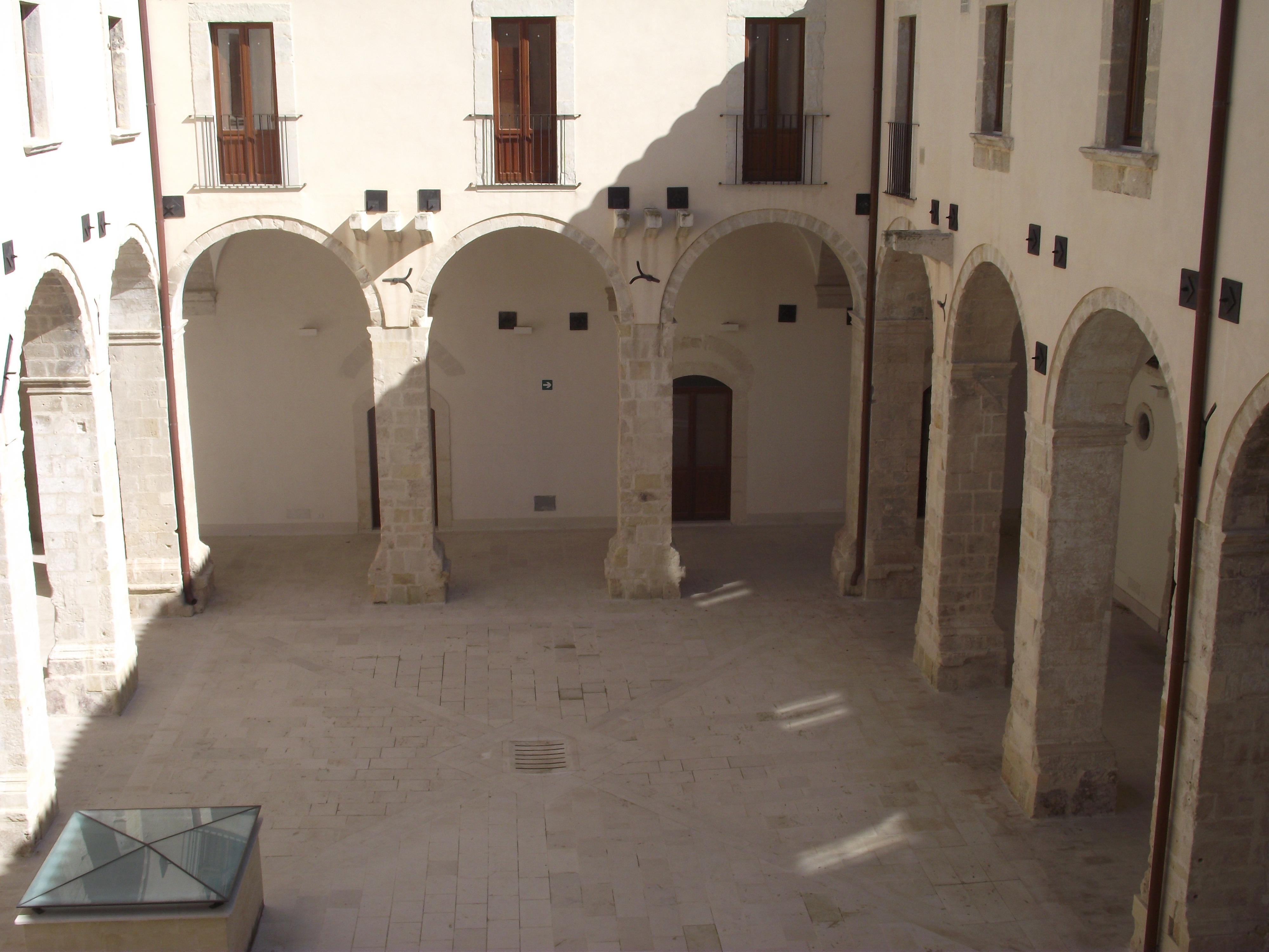 24 Novembre – Cerimonia di donazione di pannelli poetici nella sala Emanuele Giudice